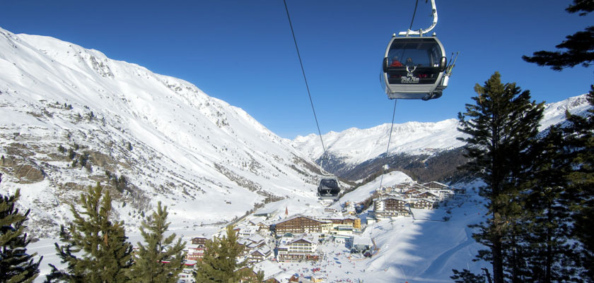 Austria_Seefeld_Valley-view-cable-car.jpg